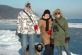 spacer nad morzem zimą