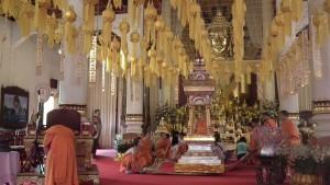Viharn Luang, Wat Phra Singh -wewnątrz