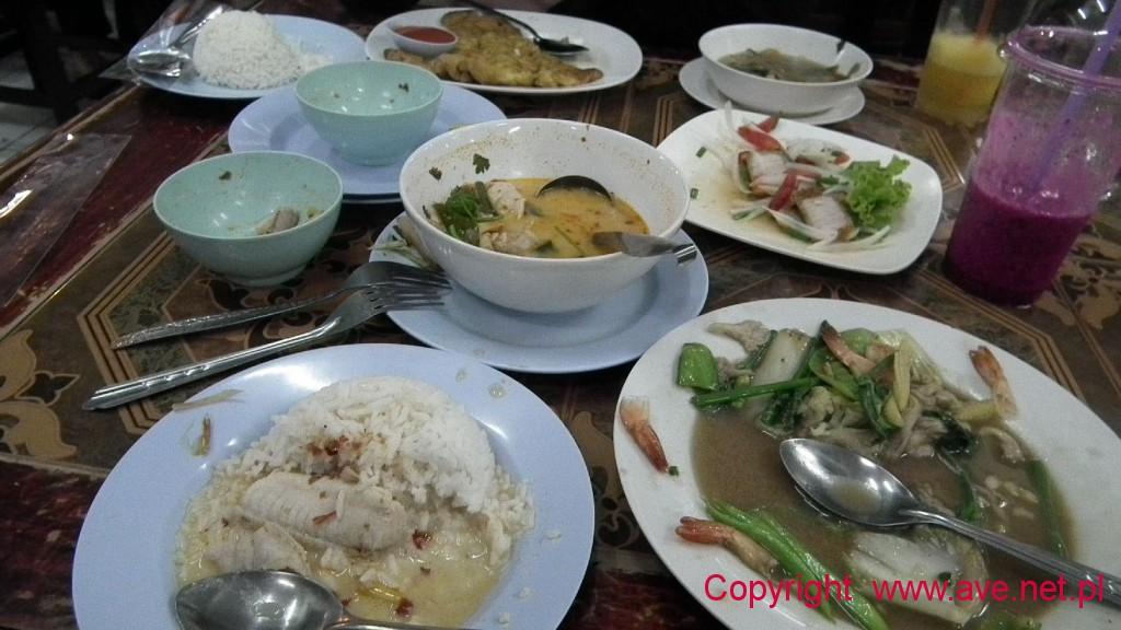 Tajskie pyszności - owoce morza, rybka...