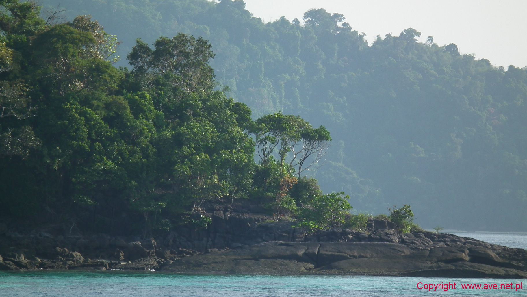 Surin Island mijamy kamienny cypel wyspy