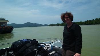 Pak Bara marina - Na dziobie łodzi