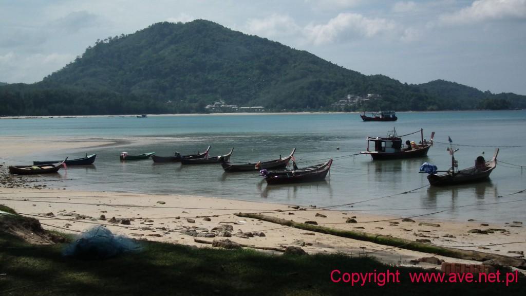Przystań rybacka przy plaży Mai Khao.