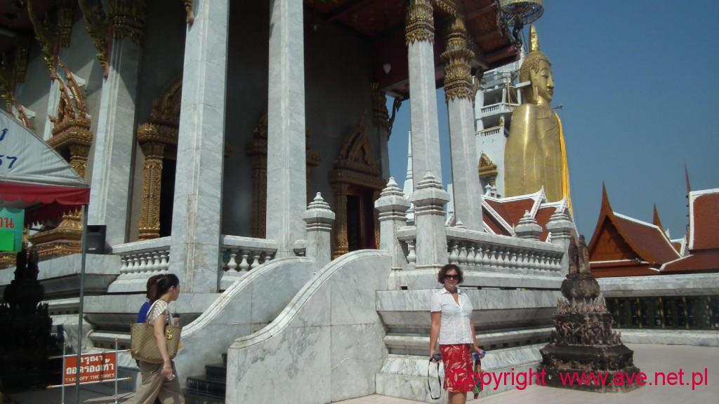 Stojący Budda